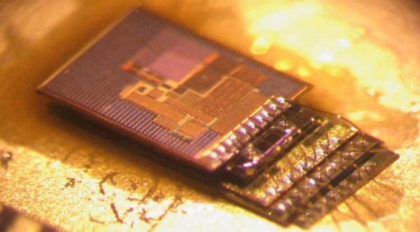 Smart dust - hãy tưởng tượng một máy tính hoàn chỉnh nhỏ hơn một hạt bụi!
