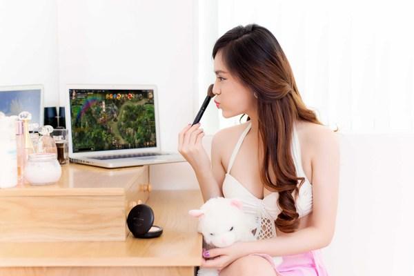 Hot girl Yulee nóng bỏng chơi khi chơi Webgame 4