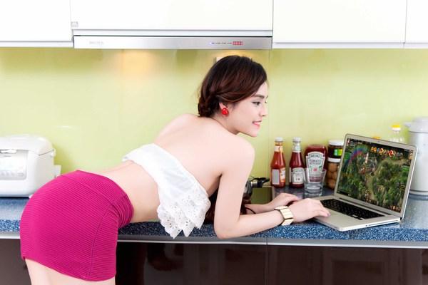 Hot girl Yulee nóng bỏng chơi khi chơi Webgame 6