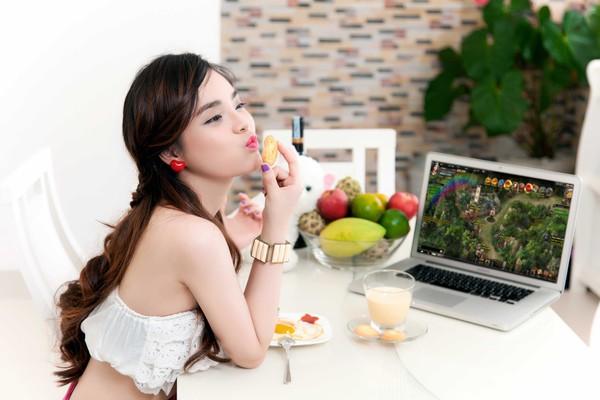 Hot girl Yulee nóng bỏng chơi khi chơi Webgame 7