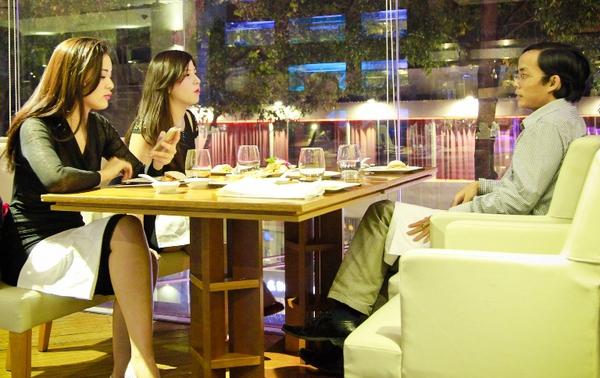 Chơi game được ăn tối với 4 hot girl Việt 9