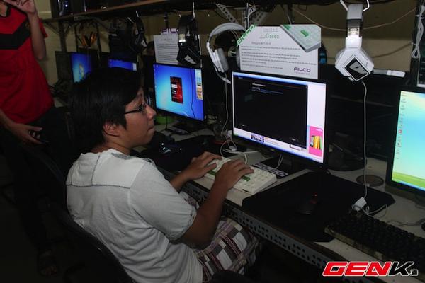 Cận cảnh quán net được trang bị toàn bàn phím cơ tại TP.HCM 9