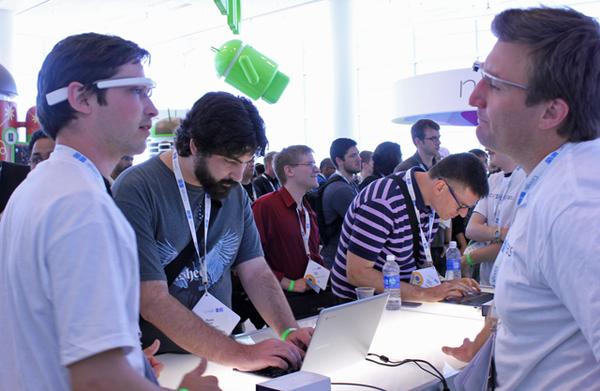 """Google Glass sẽ """"nói chuyện"""" với bạn thông qua những rung động xương trong đầu 2"""