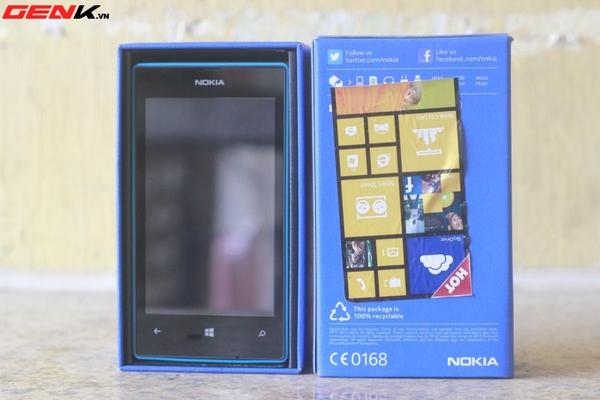 Đập hộp Nokia Lumia 520 chính hãng tại Việt Nam 3