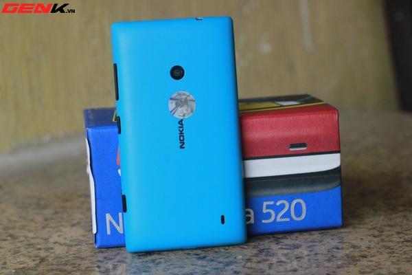 Đập hộp Nokia Lumia 520 chính hãng tại Việt Nam 5