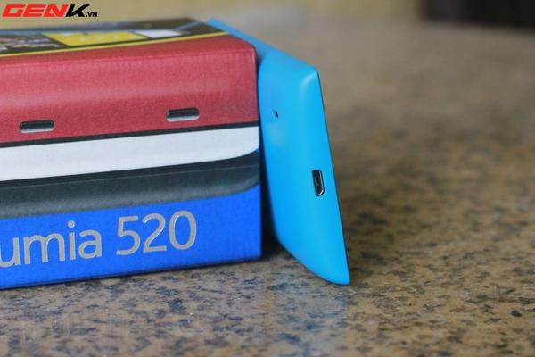 Đập hộp Nokia Lumia 520 chính hãng tại Việt Nam 9