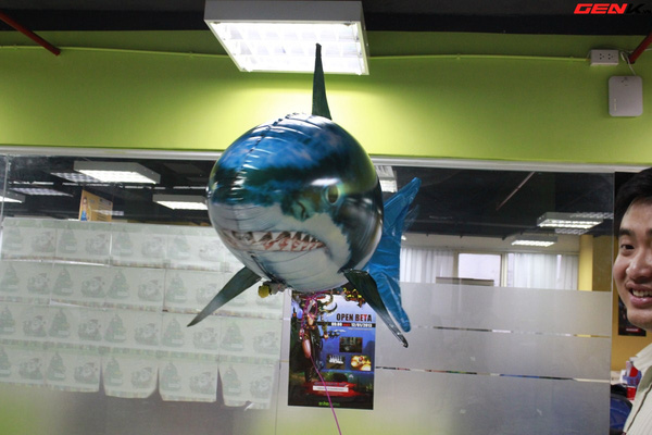 Cá mập bay: Món đồ chơi độc đáo cho người thích công nghệ 8