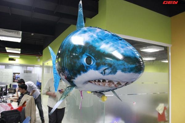 Cá mập bay: Món đồ chơi độc đáo cho người thích công nghệ 1