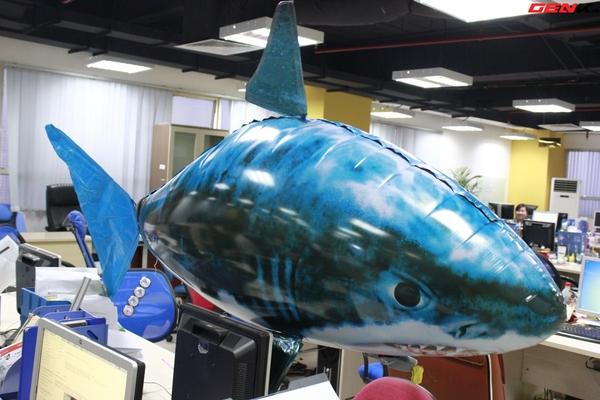 Cá mập bay: Món đồ chơi độc đáo cho người thích công nghệ 13