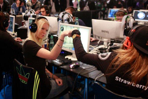 Nữ game thủ eSports đối mặt với đầy rẫy bất công 6