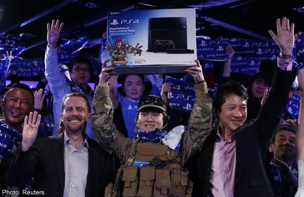 PlayStation 4 khổ vì người dân chỉ chăm chơi game mobile 4