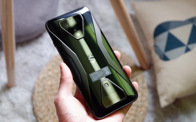 Trên tay Black Shark 3: Snapdragon 865, sạc nhanh 65W, có jack tai nghe 3.5mm