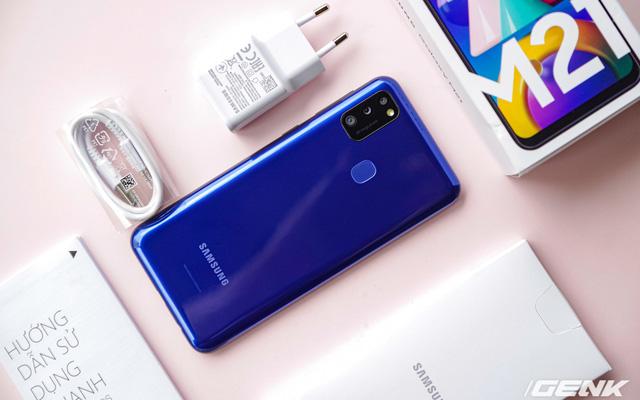 Mở hộp Galaxy M21: thiết kế cơ bản với màn hình Infinity-U, 3 camera 48MP và pin 6000mAh