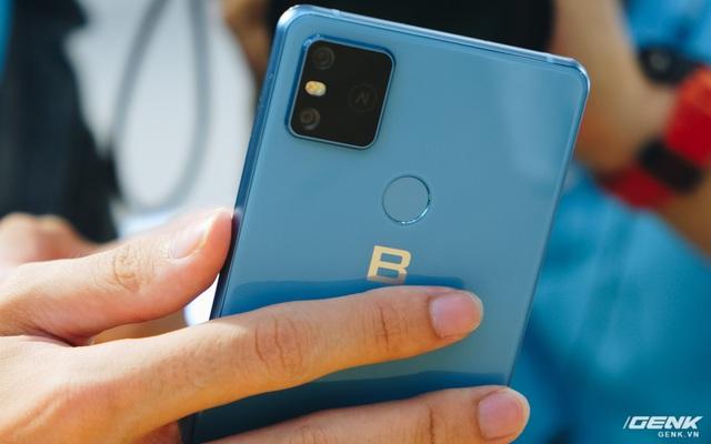 Cận cảnh Bphone B86: Chống nước IP68 Plus, camera kép như 5 camera, Snapdragon 675, eSIM, giá 8.99/9.99 triệu