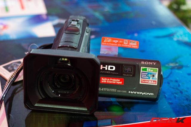 Chiếc Handycam này có gì đặc biệt?
