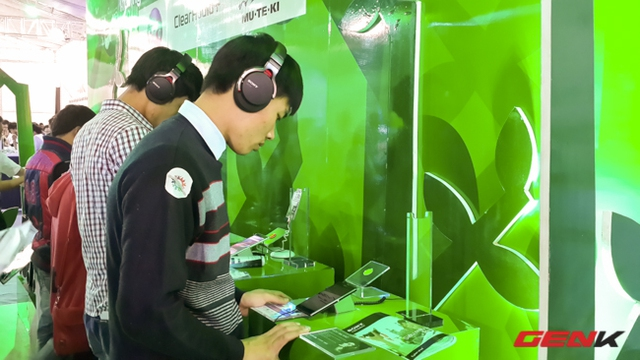 Trải nghiệm âm thanh với tai nghe cao cấp vừa mới ra mắt đã xuất hiện tại Sony Show