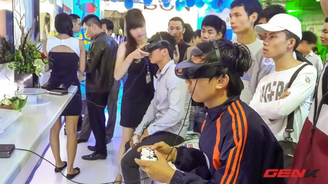 Phải chăng vì thiết bị mới lạ, vì có thể chơi PlayStation hay vì kỹ thuật viên xinh đẹp hướng dẫn?