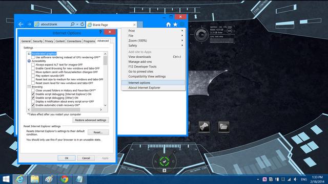 Đối với Internet Explorer, bạn bấm vào Internet Options, sau đó bạn chuyển vào thẻ Advanced và bấm nút Reset.