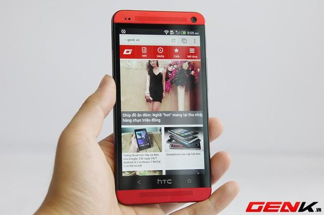 Máy có màn hình độ phân giải Full HD kích thước 4,7 inch.