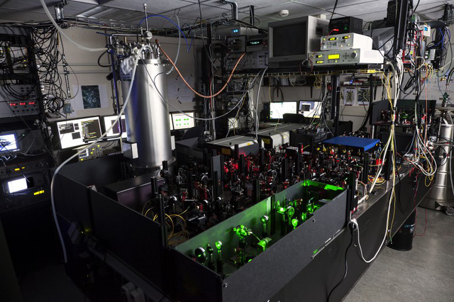 The experimental setup (Photo: Hanson lab at TU Delft)