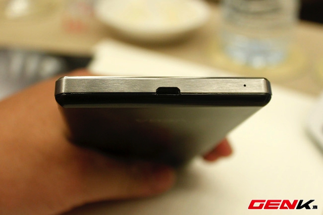Smartcom chính thức phân phối dòng smartphone Vega Iron tại Việt Nam giá 8,9 triệu đồng