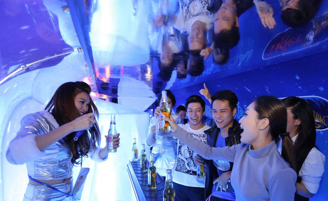 Quầy bar ấn tượng trên xe trong lễ hội của bia Tiger.