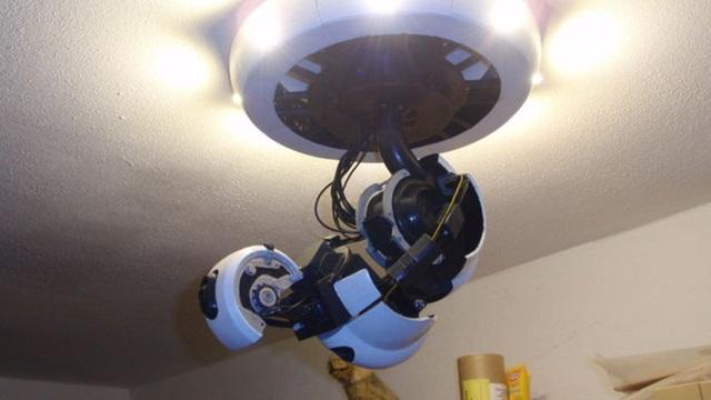 """Độc đáo đèn Portal """"ngọ nguậy"""" trên trần nhà"""
