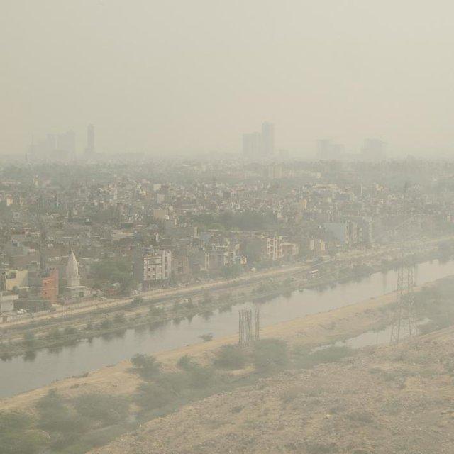 Bầu không khí vàng đục đầy bụi phủ khắp Delhi