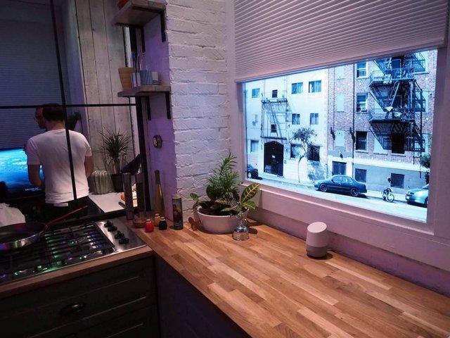 Một khu vực được thiết kế giống như nhà bếp, để bạn có thể dùng thử chiếc loa thông minh Google Home này khi đang nấu ăn. Nó thực sự rất hữu ích.
