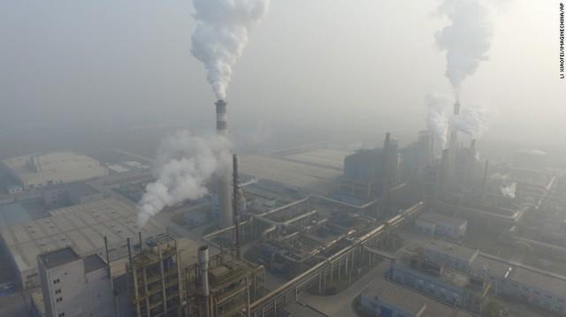 Một nhà máy tại Thiên Tân còn hoạt động trong ngày 18/12