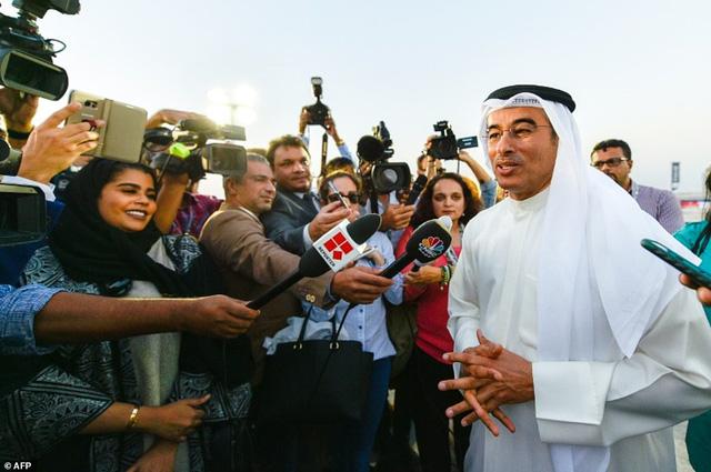 Mohammad Alabar, chủ tịch Emaar Properties phát biểu trước báo chí trong lễ khánh thành The Tower