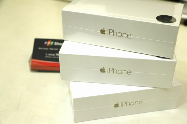 iPhone chính hãng là hàng mới 100%, đủ phụ kiện, chưa active và còn nguyên seal hộp