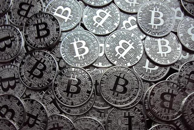 Bitcoin có vẻ như là thứ duy nhất mà kẻ tấn công quan tâm. Hắn thường đòi 1 BTC cho 1 server bị mã hóa