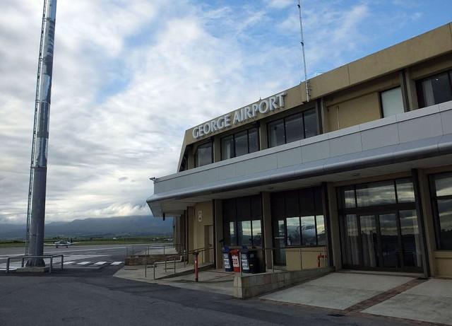 Nam Phi tự hào giới thiệu sân bay năng lượng mặt trời đầu tiên - Ảnh 1.