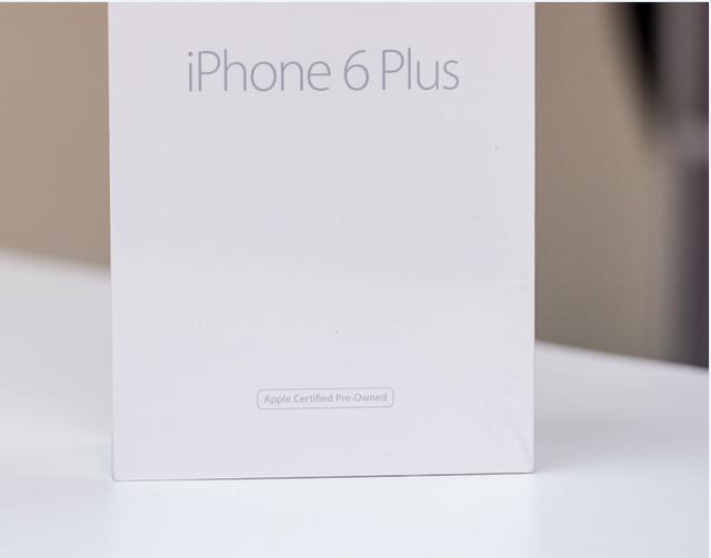 Hộp của một chiếc iPhone hàng Refurbished có sự khác biệt