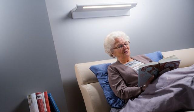 Người già trong viện dưỡng lão, người ít tiếp xúc với ánh sáng mặt trời có thể phải sử dụng viên bổ sung vitamin D