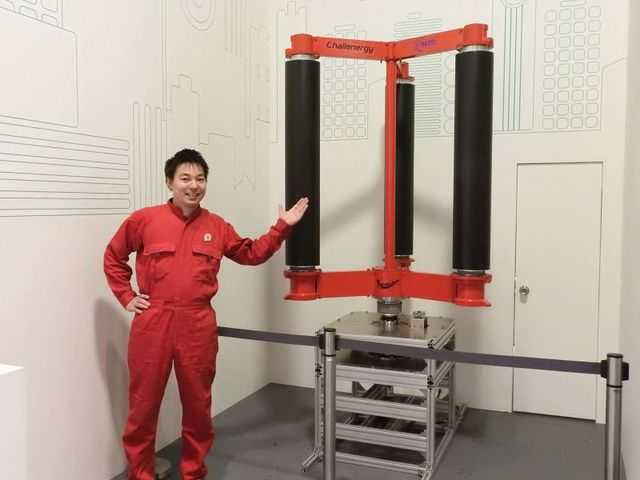 Kỹ sư Atsushi Shimizu giới thiệu về sáng chế mới của mình