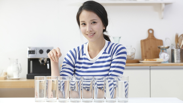 Bạn không cần thiết phải lên một kế hoạch tỷ mỷ để uống 8 cốc nước một ngày