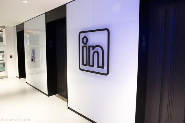 Nhân viên có thể thường xuyên di chuyển xung quanh giữa bàn làm việc và những địa điểm yêu thích của họ tại LinkedIn...