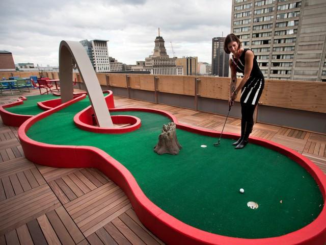 Sân golf thu nhỏ ngay trên mái nhà tại Toronto…