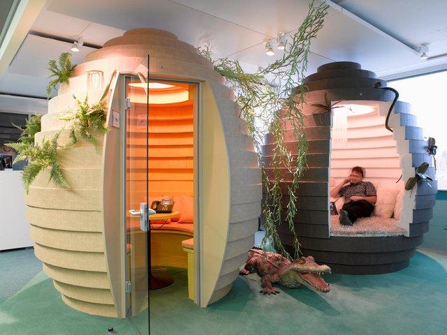 """Văn phòng Google tại Zurich, Thụy Sỹ - được chắp tay bởi hãng kiến trúc Camenzind Evolution – có những gian """"phòng trứng"""" đóng vai trò làm phòng họp."""