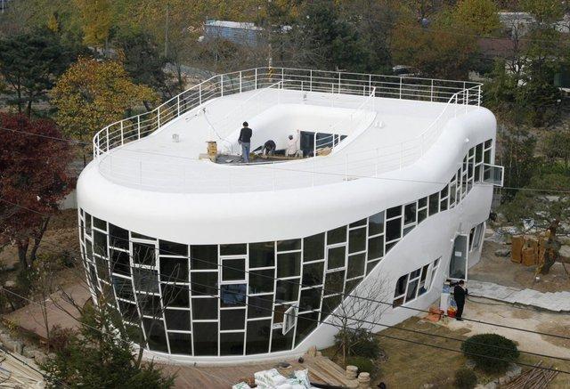 Một số căn nhà được xây từ những ý tưởng kỳ quặc, như căn nhà tại Suwon, Hàn Quốc này, nó được thiết kế dựa theo hình dáng của…toilet.