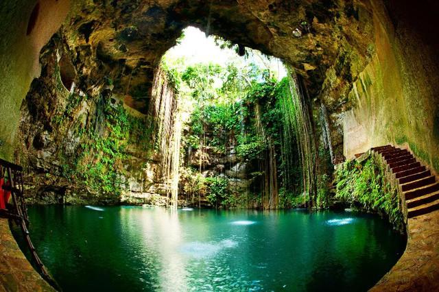 Các hố tử thần cenote nổi tiếng ở Yucatan có thể hình thành do sự sụp đổ lớp đá vôi bên trên miệng núi lửa
