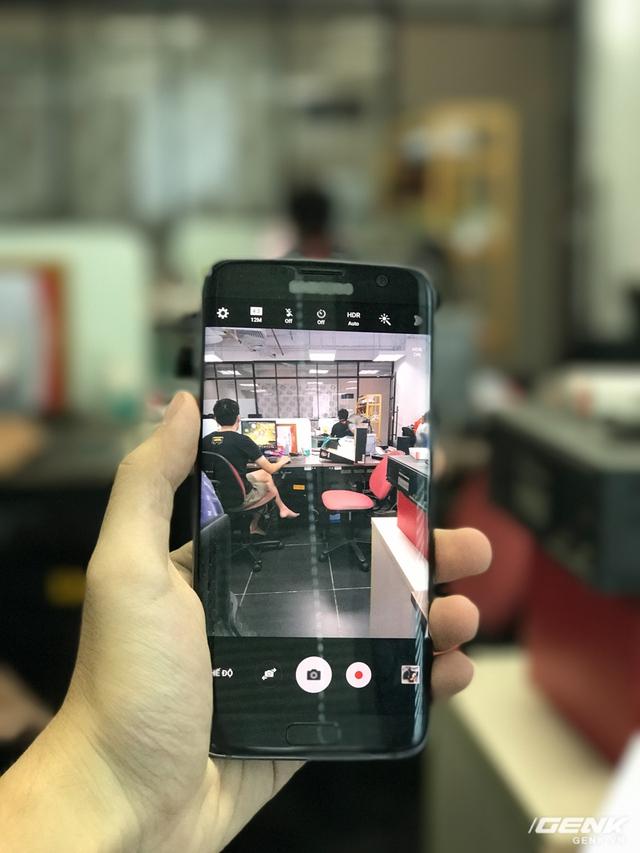 Tính năng mới của iPhone 7 Plus: Tự xóa logo Samsung