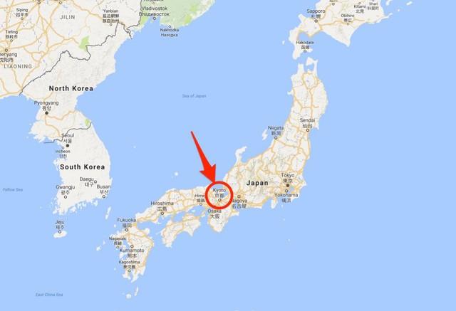 Kyoto nằm gần trung tâm hòn đảo Honshu, thuộc vùng Kansai, Nhật Bản