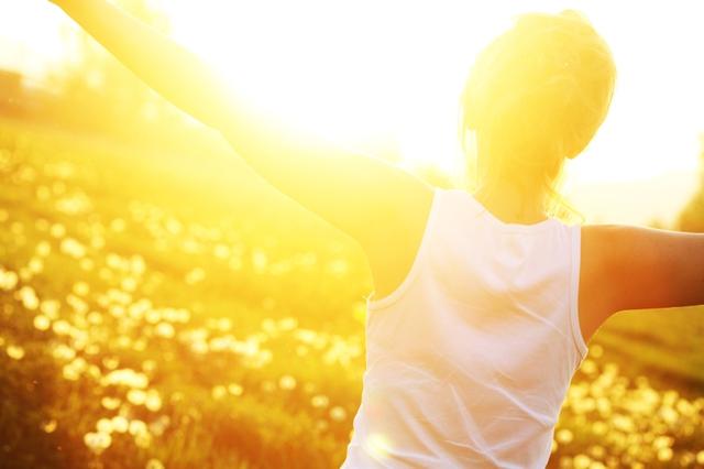 Vitamin D được cơ thể sản xuất tự nhiên khi da tiếp xúc với ánh sáng Mặt Trời