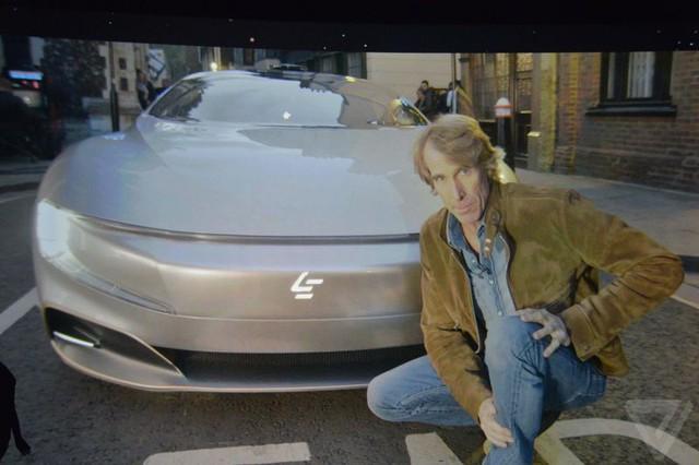 Đạo diễn lừng danh Michael Bay đang tự sướng cùng chiếc xe LeSEE Pro
