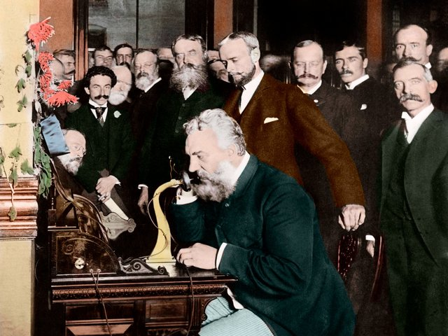 Điện thoại đầu tiên trên thế giới được thiết kế bởi Alexander Graham Bell