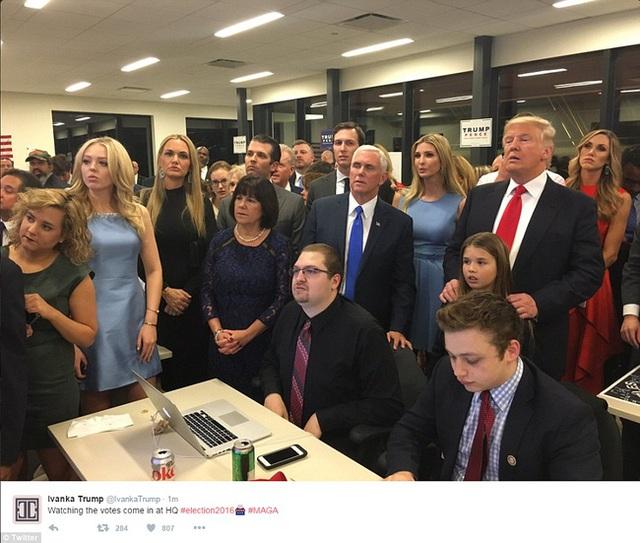 Ông Trump hồi hộp chờ kết quả.