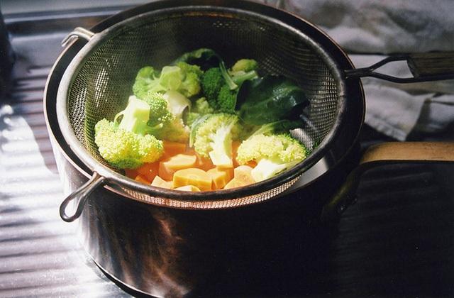 Món rau nào cũng luộc, đừng hỏi tại sao bạn ăn mãi không khỏe - Ảnh 2.